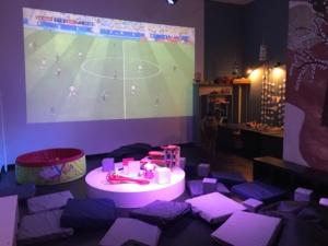 Трансляции на большом экране в детском клубе.